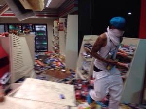 Riots-in-Ferguson-mikebrown3